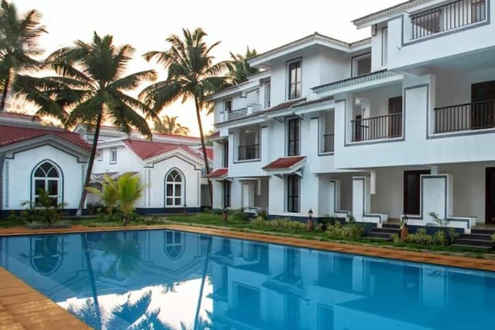 Spacious 2BHK apartment with swimming pool, Siolim