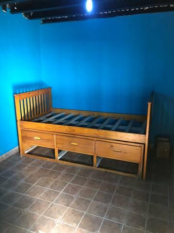 Habitación #1 con con 2 camas sencillas