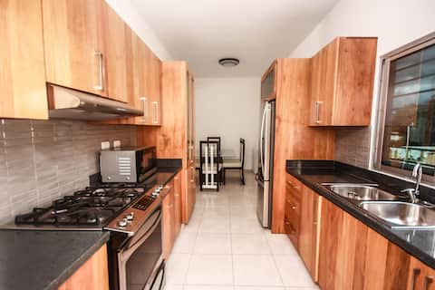 MODERN HOUSE APARTMENT 3BED, 2.5BATH Wifi and AC!!