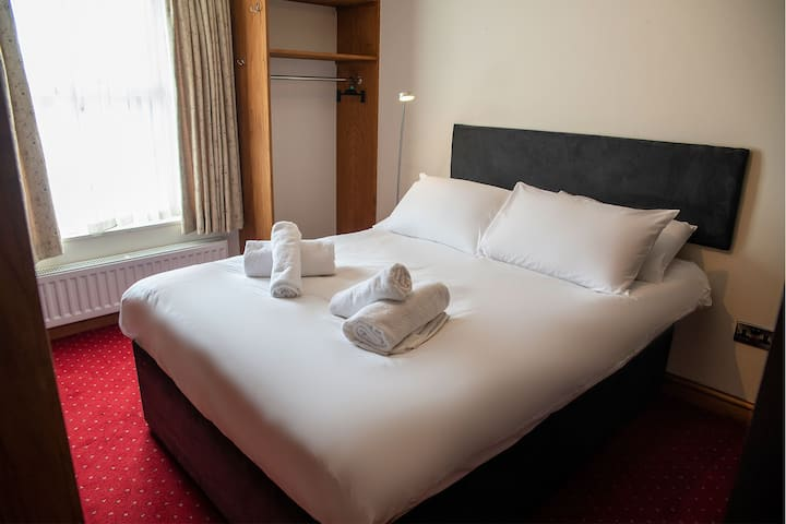 King/ Double Bed○ Free Wi-Fi○ Sauna Jacuzzi○ Spa