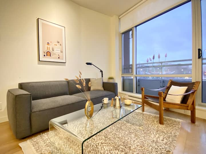 Modern Oasis in Historic Old town w/HarbourView