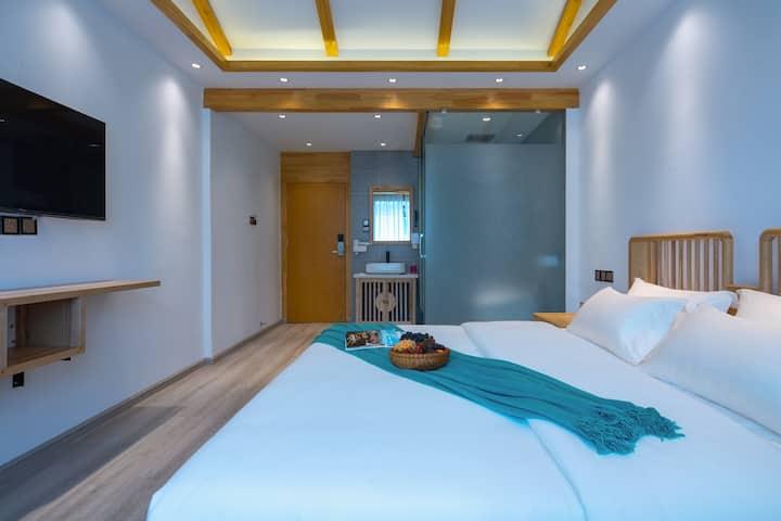 古城南门尊享豪华大床+3晚免费接机+冷暖空调智能家居+旅游攻略