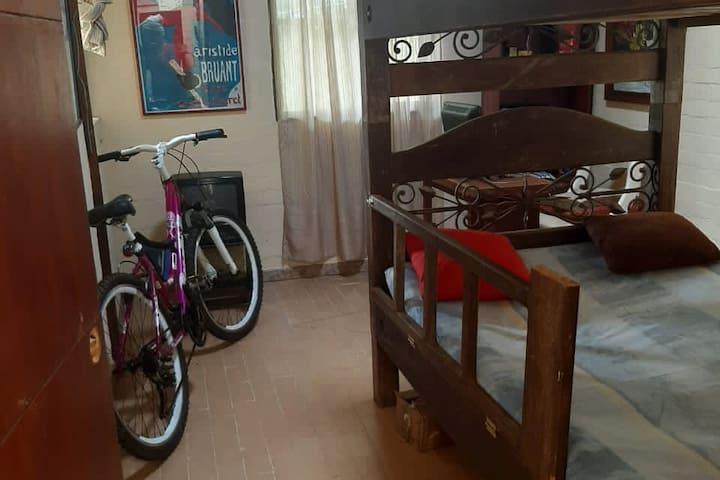 Segunda habitación , dos camas en camarote.
