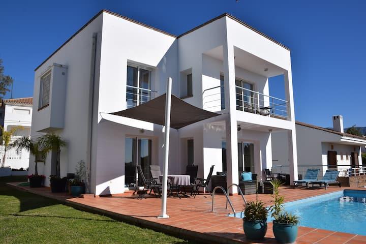Moderne Villa direkt am Golfplatz