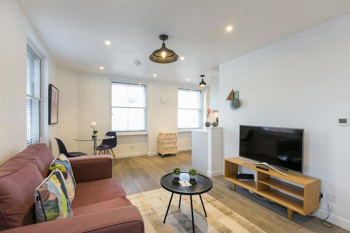 Spacious & Modern Flat close to Oxford Street
