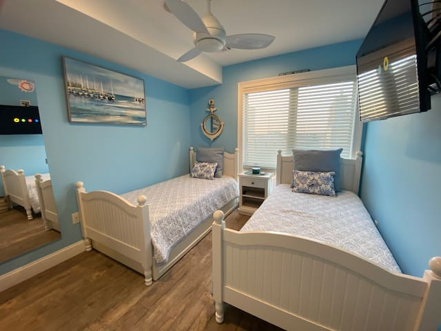Bedroom #4 - w/ 2 twin beds & Trundle, Smart TV, Sonos and Closet