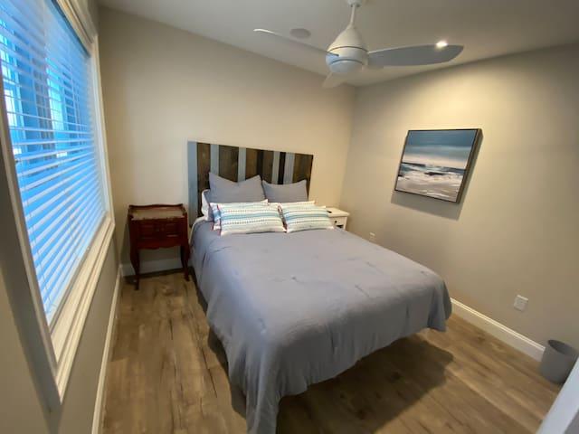 Bedroom #2 - Queen Bed w/Smart TV, Sonos, and Closet