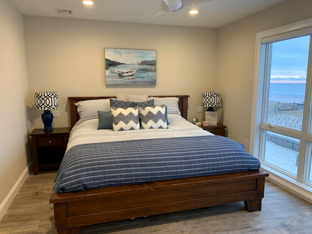 Master Bedroom - w/Smart TV, Full Bath, Large Closet, and Beach view