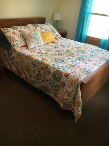 Bedroom #2 Full bed bedroom