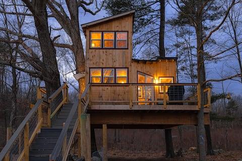 Bluebird Farm CT. Treehouse