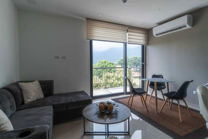 SPS - Modern 1 Bdrm Apartment - With Mountain View