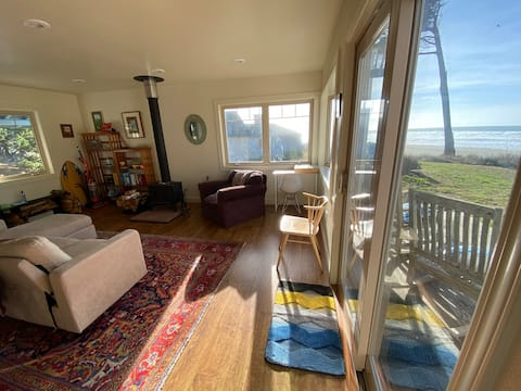 Stunning Blufftop Cottage overlooks Ten Mile Beach