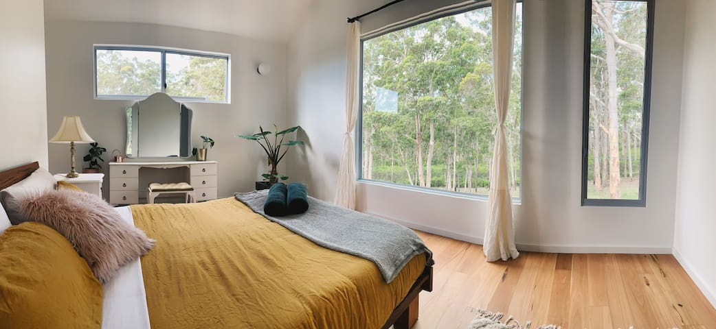 1 bedroom house with forest view close to town