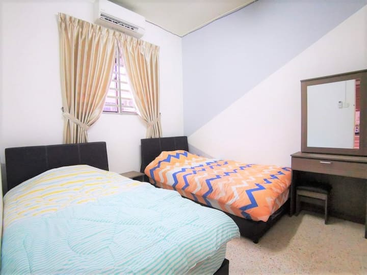 Daily Rent Room for Single Storey Terrace