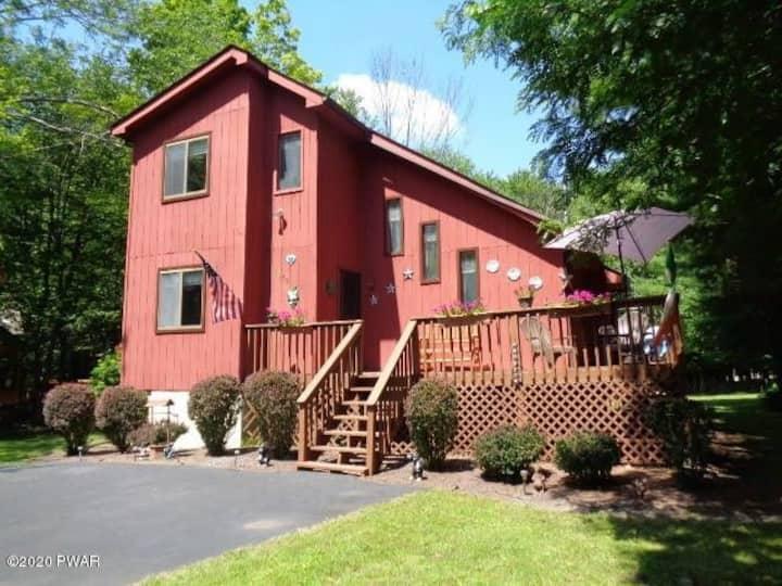 New! Beautiful House w/ a huge & stunning backyard