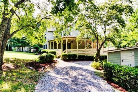 French Farmhouse in Leipers Fork - Private - Views