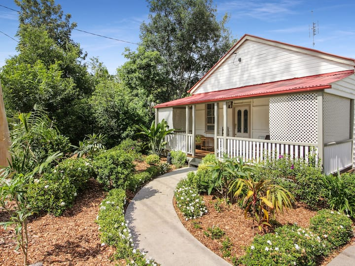Pet Friendly, 1910 Retro Styled, Traditional Queenslander Home