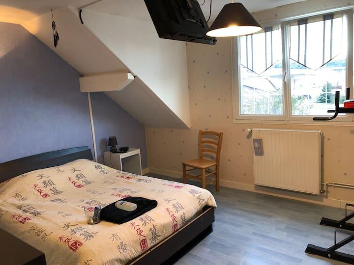 Grande chambre au calme sur axe Besançon/Morteau
