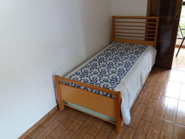 Sala / Dormitório - Cama de Solteiro