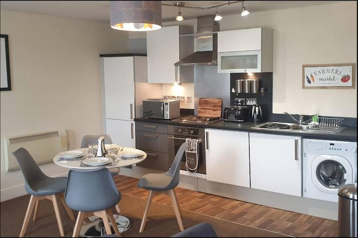 Stunning Apartment - 10 Minutes From leeds