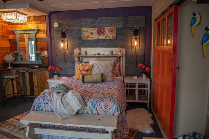 Full Bed, Master bedroom.