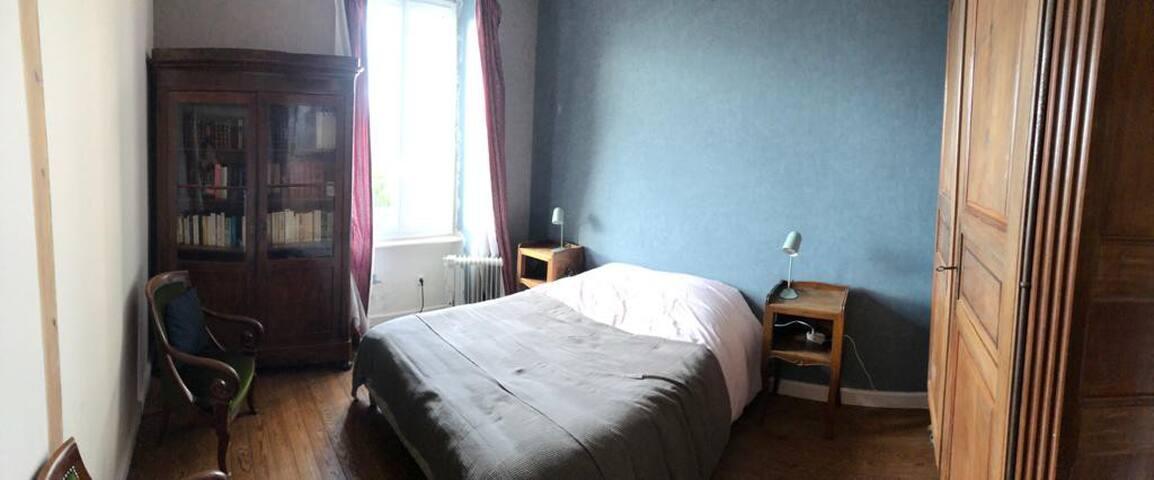 Chambre 1, 1er étage, lit double 140