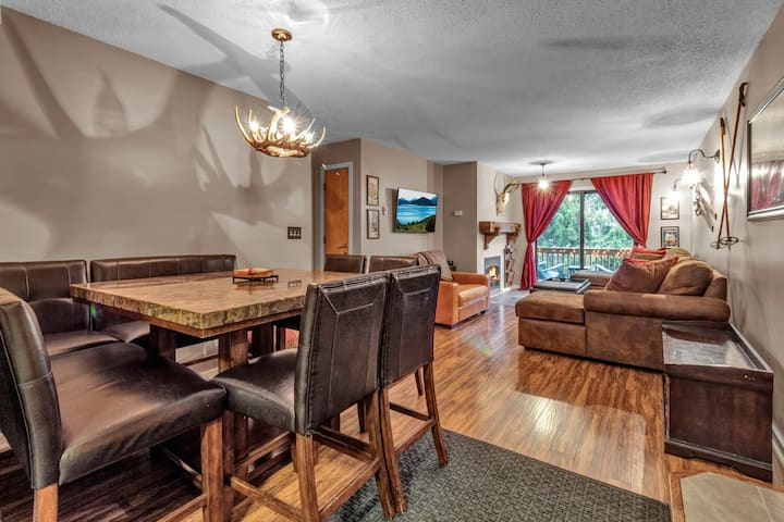 Ski In/Ski Out 3 Bdrm, 2 Bath Holiday Valley Condo