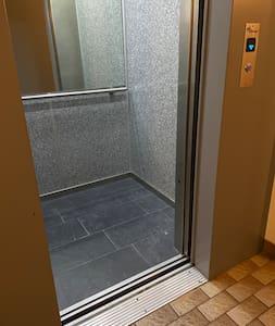 Kleine oneffenheid aan de lift
