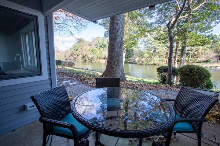 Right on Silver Lake walk to the beach and town!