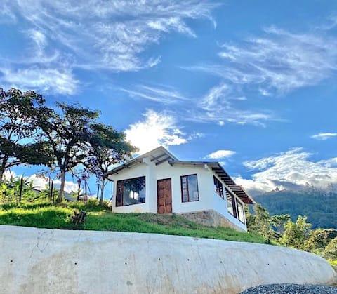 """Beautiful Cabin """"Casa Loma"""" In Dapa"""