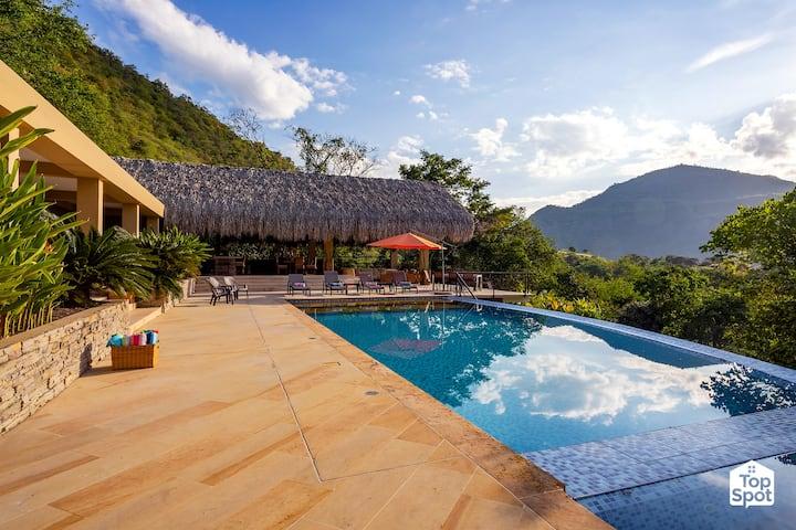 Spectacular Private Villa @ Exclusive Condominium!