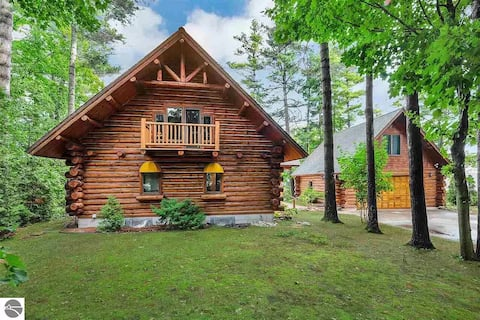 ★ Hawk's Nest Cabin -LkHouse, Dtwn 1mi, Wineries★