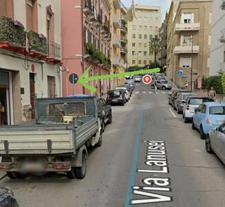 da Via Lanusei, marciapiede di sinistra, entra in questo vicolo, percorrilo fino in fondo