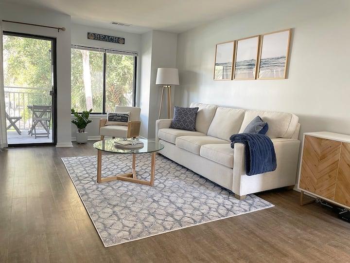 NEW! Modern Villa, Walk to Beach & Coligny Plaza