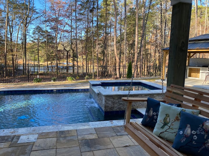 New house w/ a pool and a dock on lake Hartwell
