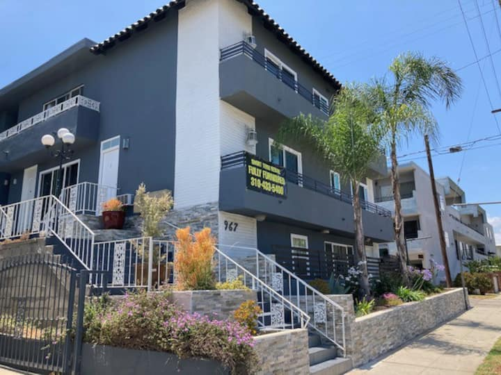 Santa monica /brentwood  2 story spacious townhome