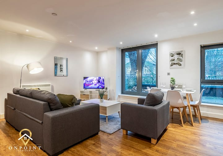 ✰OnPoint - SUPER 2 Bedroom Apartment With Parking✰