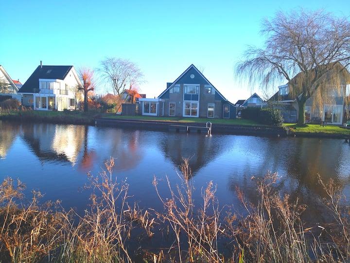 Watervilla Terherne- direct aan het water