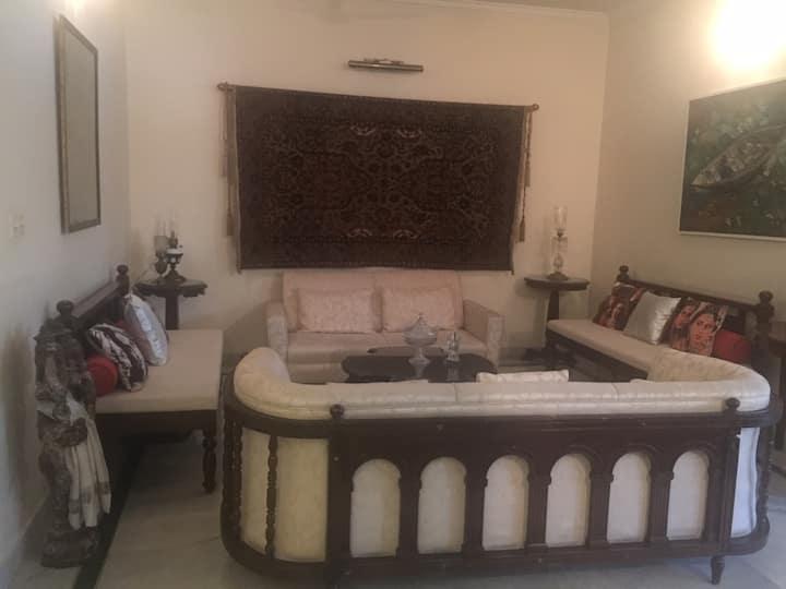 Classic comfort on Richmond Road - 3 bedroom flat