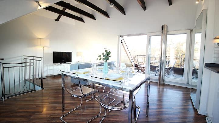✮Top-Floor Flat with 2 Balconies ✮ Central & Quiet
