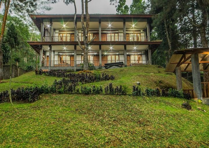 4 Bedrooms Villa with Garden View Puncak