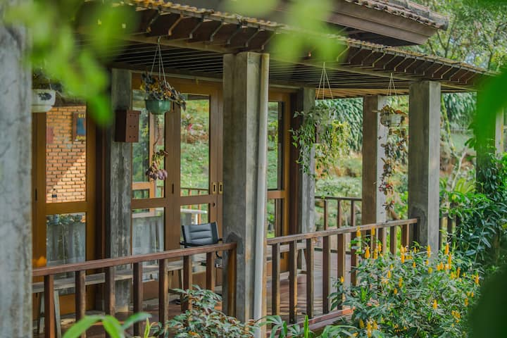 Tranquil Creekside Hideaway 3 Bedrooms at Bogor