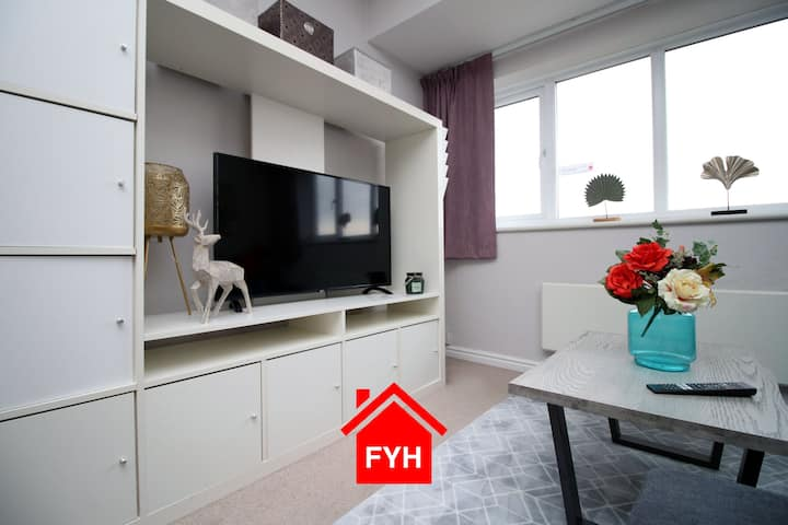 2 Bedroom City Apartment 🌟 FREE parking 🚙 WI-FI 🌟