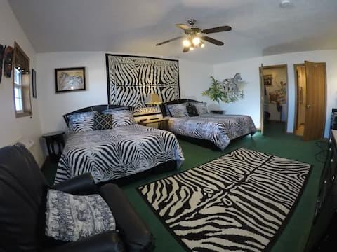 Zebra Family Room Hedrick's Bed and Breakfast