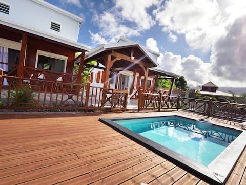 Bungalow AMBRE avec piscine, proche de la plage