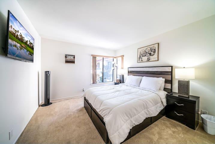 Bedroom - A queen bed in the bedroom