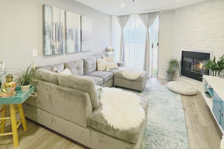 Modern 2-bedroom condo in lovely NOHO ArtsDistrict