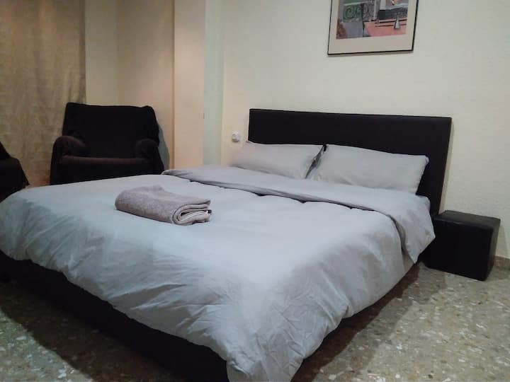 Large room with sunny balcony / Air cond /