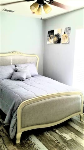 Full size bed with tv, roku streaming.