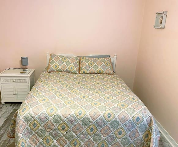 Queen size bed with tv. offers Roku streaming and private bathroom.